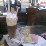 icecoffee and cakes