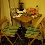 房間的餐桌及早餐