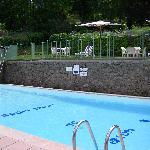 la piscine a 100 metre de l'hotel