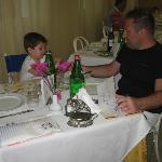 Papà e Lorenzo in sala da pranzo