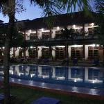 Masa Inn bei Nacht
