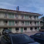 Classic Motel 6 look