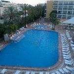 La piscina dell'hotel....:-)
