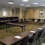 800 square feet of meeting space