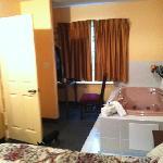 jucuzzi jet tub plus shower/bath combo on suite