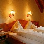 Hell und Warm die Gästezimmer des Wanderhotels