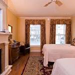 Walker House Queen Queen Room