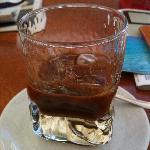 caffè al ghiaccio con latte di mandorla, tipico salentino