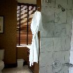 """""""06"""" line bathroom - nice large tub"""