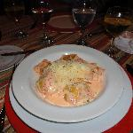 Restaurant-Ravioles de salmón con salsa de caviar