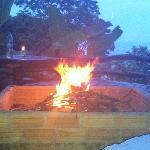 Feuerstelle auf der Restaurantterasse