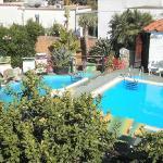 la piscina e la vasca idromassaggio di acqua calda
