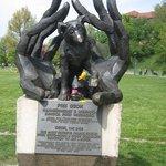 La statua dedicata al cane Dzok
