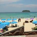 spiaggia vista dal pool side bar