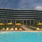 la vue de l'hôtel de la piscine