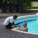 Mit Cham am Pool