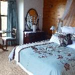Camellia Honeymoon Suite