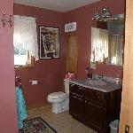 Piano Room ensuite bathroom