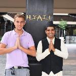 """Am Hotel Eingang """"Namaste"""""""