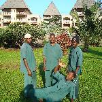 Diese Männer pflegen den Garten