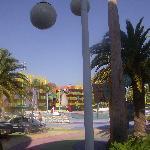 bar y una de las piscinas