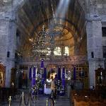 Der dreischiffige Innenraum