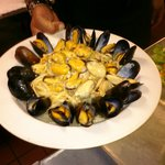 Garlic Steamed Mussels with Linguine