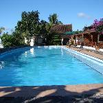 La superbe piscine qui invite à la baignade