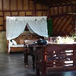 La véranda avant le salon et la chambre