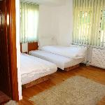 double bed room bed
