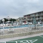 Pic of the motel & pool