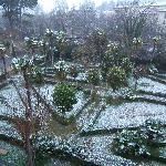 Jardin en frente del Hotel cascada