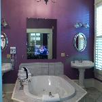 jacuzzi tub/ tv in mirror