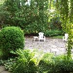 The private garden behind the Guest Cottage: serene!