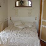 Room 2 Les Deux Freres