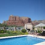 Pool and Courthouse Butte shot from Ocotillo room