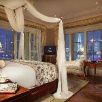 Waldorf Deluxe River Suite