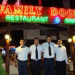 Family Door restaurant karoke pub resmi