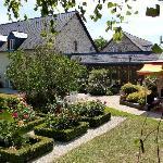 Nice garden and outdoor bar area