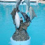 Statue dans la piscine