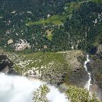 ヨセミテ滝を頂上からのぞいたところ