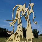 Skulpturen in nahen Park von Chateau Fougis