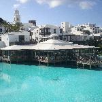 foto piscina e ristorante principale
