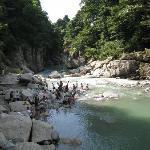 滝水と合流した手取峡谷の流れ