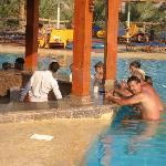 Bar piscina con sgabelli sommersi... una libidine