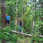 Fornøyelsesparker med løpestreng og luftige eventyr