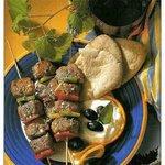 Souvlaki di carne con salsa tzatziki