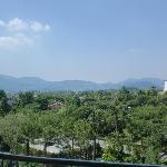 Sicht vom Zimmer auf die Hügel