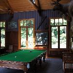 pool room (billiard)