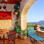 Stone build balconies & sea view